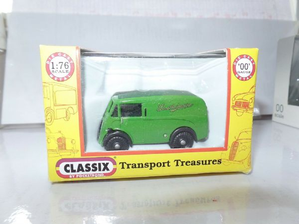 Classix EM76642 1/76 OO Scale Morris J Van Southdown Bus Support Vehicle